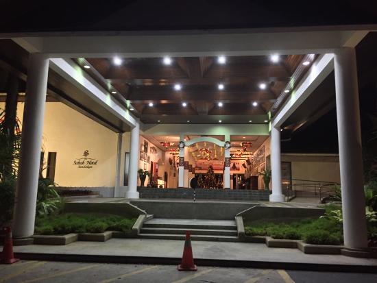 Sabah Hotel Sandakan : The hotel entrance