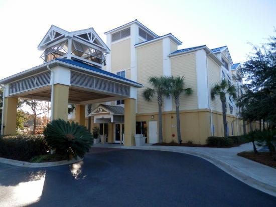 Holiday Inn Express Charleston : Main entrance to hotel
