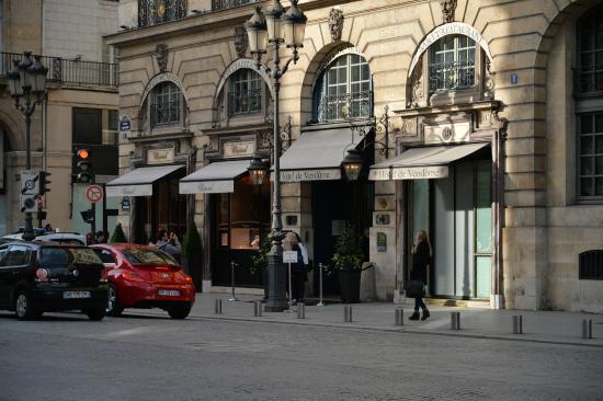 Hotel de Vendome : ホテル正面 すぐ右がヴァンドーム広場