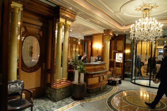 Hotel de Vendome : ホテルレセプション