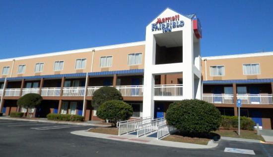 Baymont Inn & Suites Savannah Midtown: Main entrance