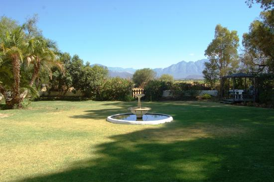 Aan De Doorns Guest House: View from the frront door