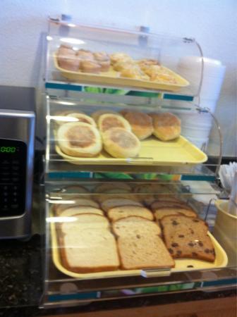 Quality Inn: Breakfast selections