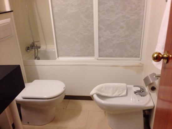 Hotel Condal: Ванна
