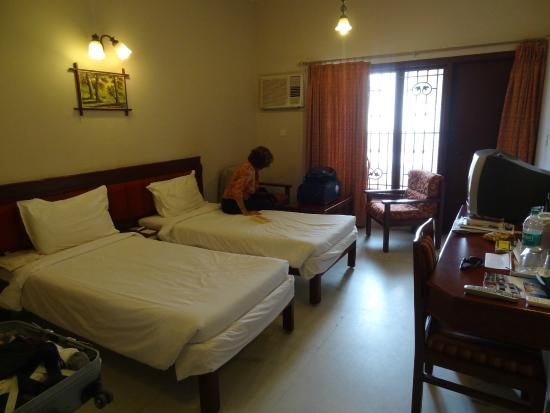 Hotel Gnanam: the bedroom