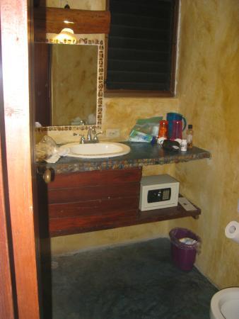 Blue Angel Resort : A bathroom