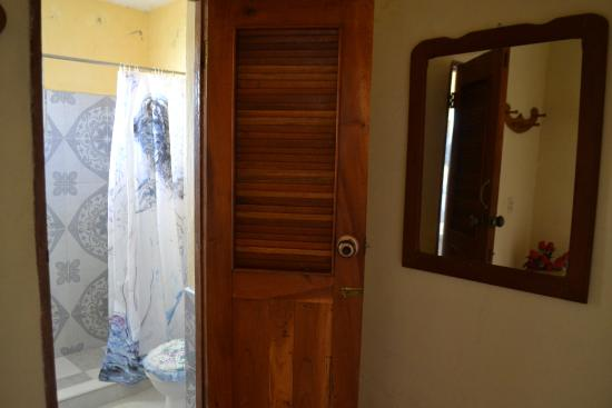 Hostel Noel y Nury : Bathroom entrance