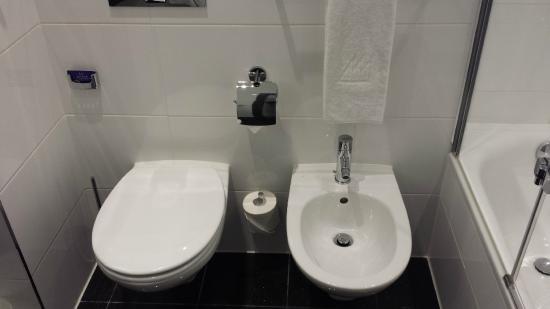 Maritim Hotel Munchen : Toilette mit Bidet
