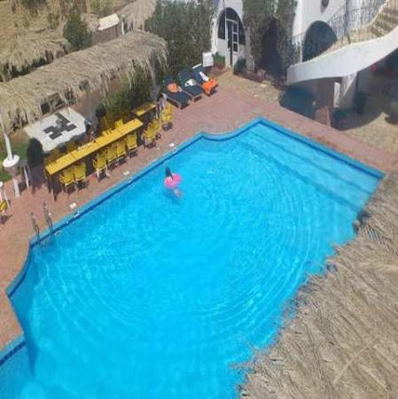 Yasmina Hotel: the pool