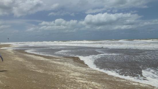 La Playa de Valeria del Mar: Playa de Valeria del Mar en un día con muchísimo viento y frío