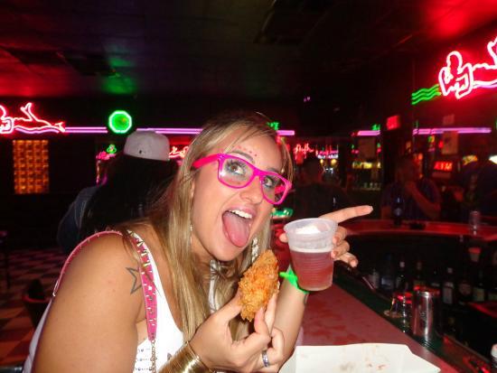 Mac's Club Deuce: Pode levar comida pra dentro!