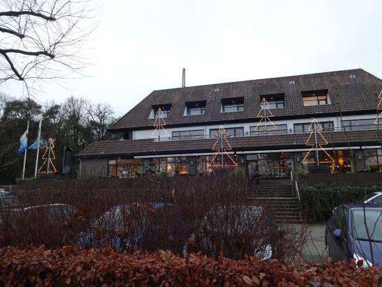 Van der Valk Hotel Arnhem: Buitenkant in Kerstsfeer