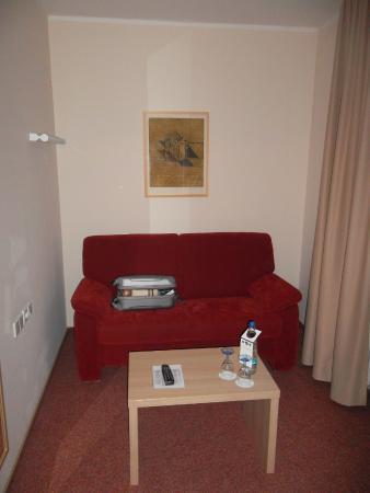 Best Western Plus Hotel Vier Jahreszeiten: coin canapé chambre