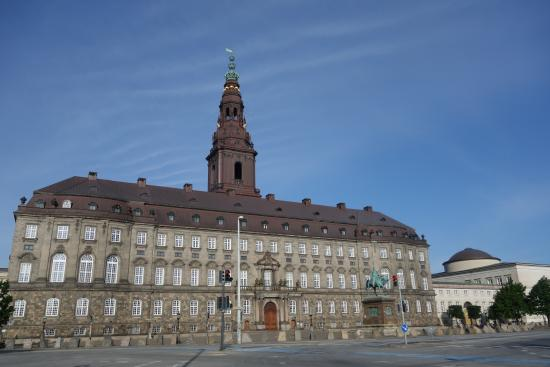 christiansborg slot k benhavn bild von schloss. Black Bedroom Furniture Sets. Home Design Ideas