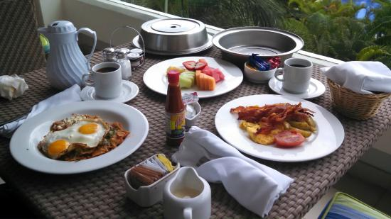 Beach Club Resort Residence and Spa: Room service!