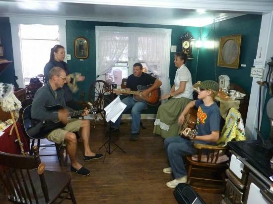 Outport Museum and Tea Room : happy guests having a jam with Larry & Valerie