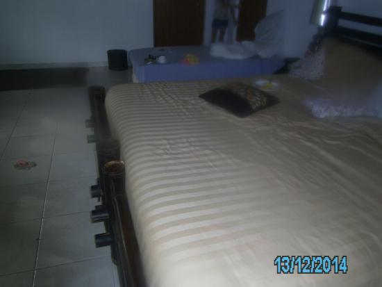 Playa Tranquilo: Quarto bom camas grandes