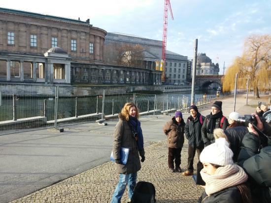 Gablinger Berlin Tours: על גדות השפרה ,הדרכה מול אי המוזיאונים