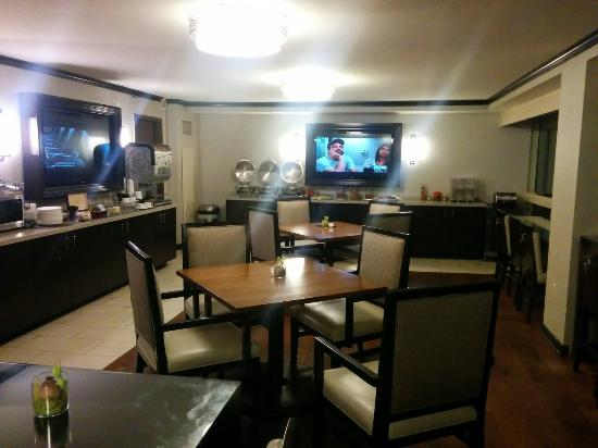 Sheraton Tysons Hotel: Club lounge