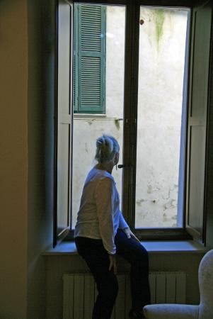 Bed & Breakfast Quattro Cantoni: The extremely clean windows!