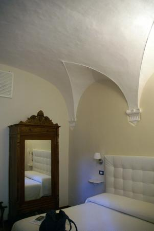 Bed & Breakfast Quattro Cantoni: The vaulted ceilings in our bedroom