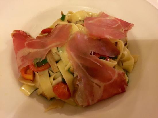 La Tosca: Tagliatelle with mushrooms and Parma ham.