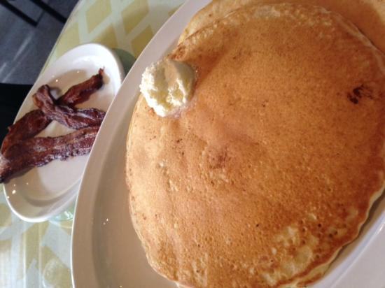 Cafe On Main: Pancakes and bacon