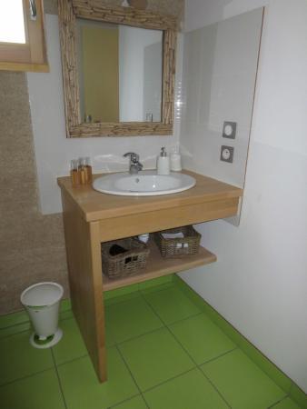 Côté Tilleul : Détail de la salle de bain