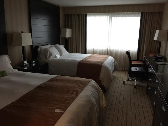 Radisson Hotel Vancouver Airport: Room with 2 queen beds