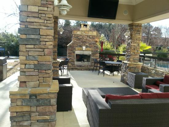 Hampton Inn Columbia-I-26 Harbison Boulevard : Outside covered patio with a Big Fireplace