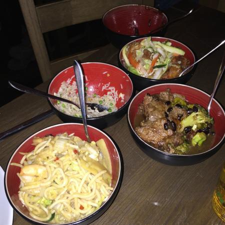 Evolution: 5 plats ( buffet asiatique).