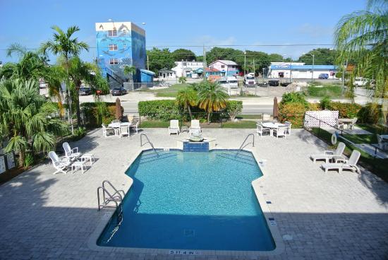 Rodeway Inn & Suites: pool in daytime