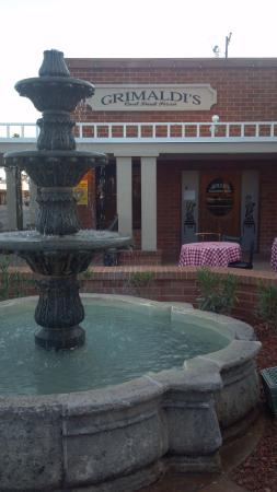 Grimaldi's: Lovely front entrance