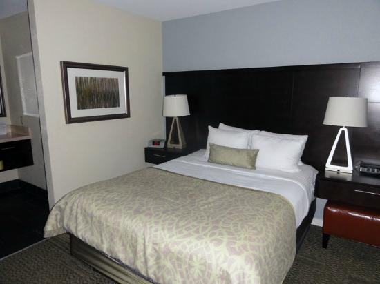 Staybridge Suites San Francisco Airport: Main bedroom