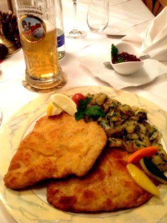 Hotel Jaegerhof: Wiener Schnitzel
