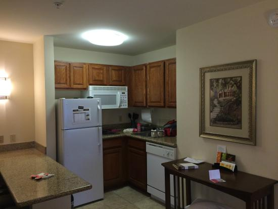 Staybridge Suites Davenport: Kitchen
