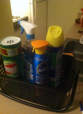 Hospitality House : cleaning supplies provided!