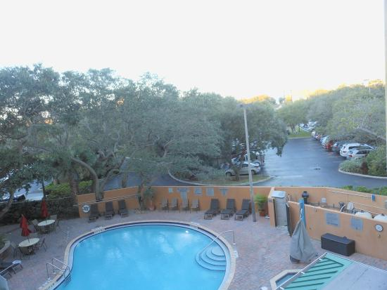 Courtyard Cocoa Beach Cape Canaveral: Did not use the pool , but looks good.