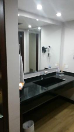 NH Collection Bogota WTC Royal: Bathroom
