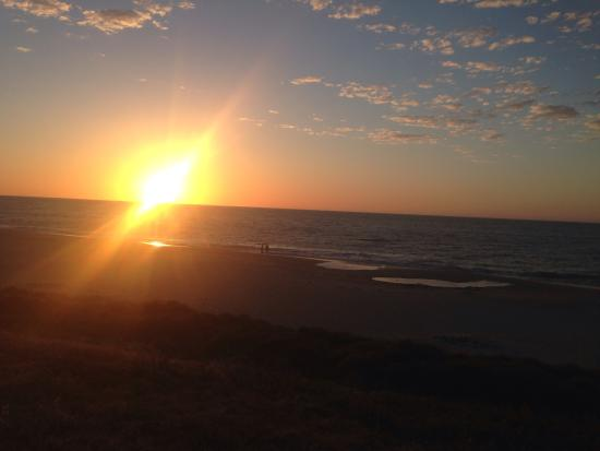 Dolphin Retreat Bunbury: Sunset at beach