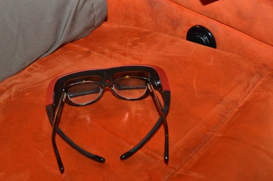 iPic Theater: 3D Glasses comparison