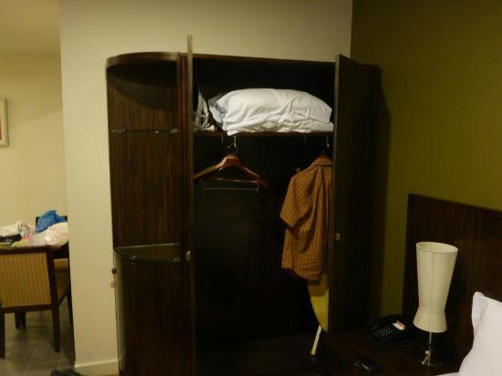 YTI Garden Hotel: closet