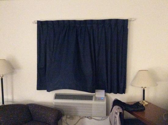 Super 8 Highland NY: Nice Window Treatments-Really?