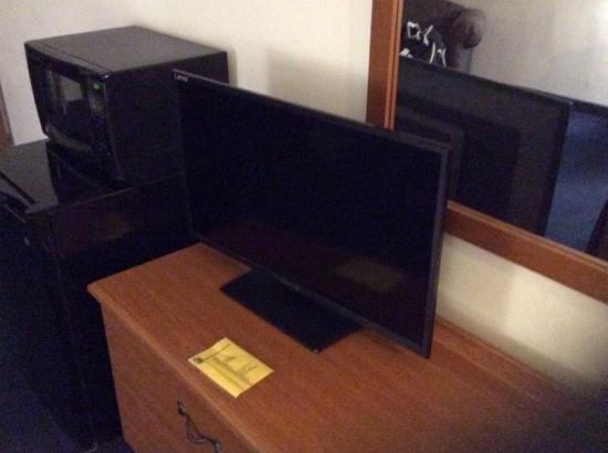Super 8 Highland NY: Good Size TV Set- Really?