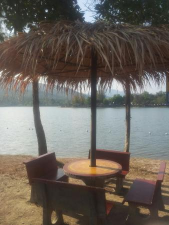 Huay Tung Tao Lake: A beach side picnic area overlooking the lake and mountains