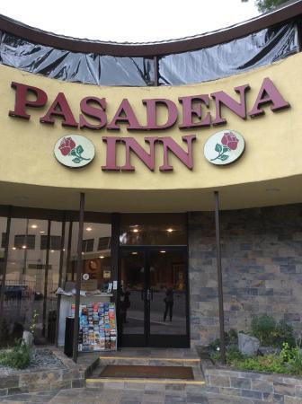 GreenTree Pasadena Inn : ホテル入り口