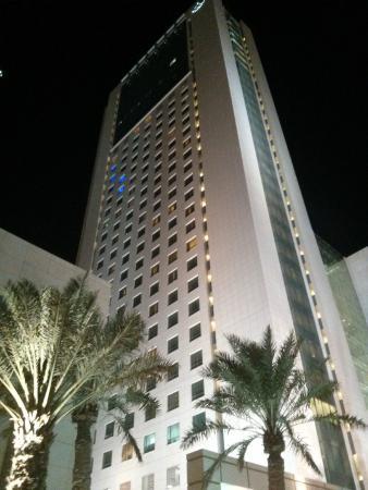 Courtyard Kuwait City: Hotel seen from ground
