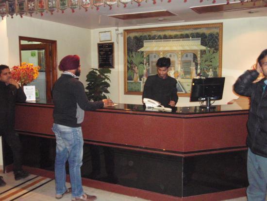 Hotel Maharani Plaza : フロント