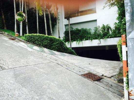 The Quarter Resort Phuket: Insanely steep entrance to car park scraped our car
