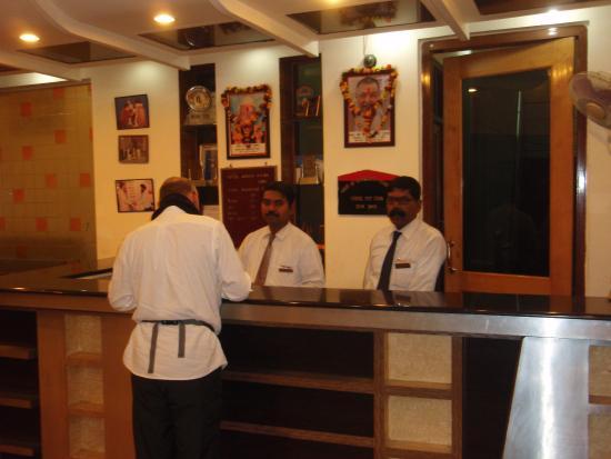 Hotel Ganga Ratan: フロント